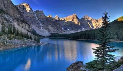 阿爾伯塔省冰嘖湖的十峰谷