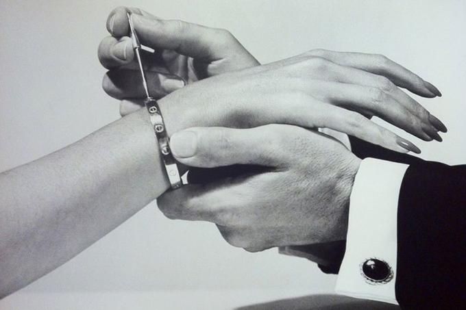 金屬手鐲和項鏈